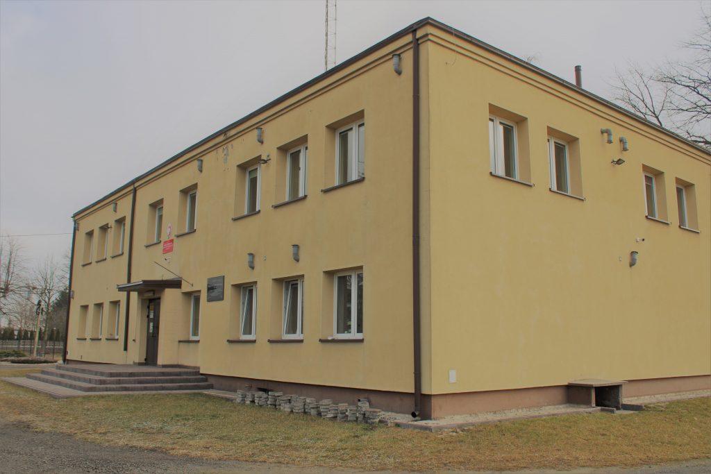 Zdjęcie budynku po szkole podstawowej w Emolinku